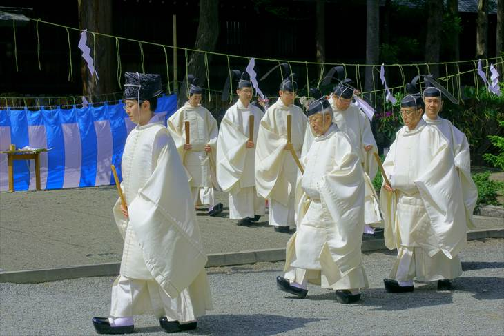 神社の祭事の風景
